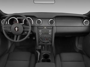 2009-ford-mustang-2-door-convertible-dashboard_100242981_l